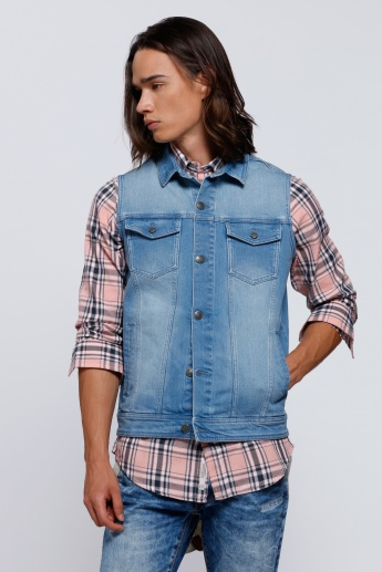 Printed Sleeveless Denim Jacket with Complete Placket on the Front
