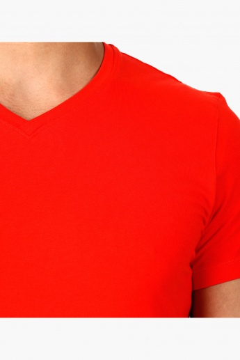 V-Neck T-Shirt with Short Sleeves in Body Fit