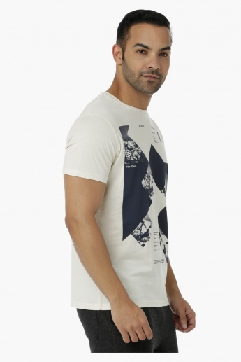 Crew Neck Cotton T-Shirt with Graphic Print and Short Sleeves in Slim Fit