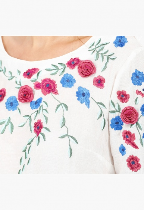 Embroidered Top with Scoop Neck and Long Sleeves
