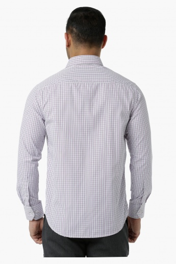 Chequered Formal Shirt with Collar Neck and Long Sleeves in Regular Fit