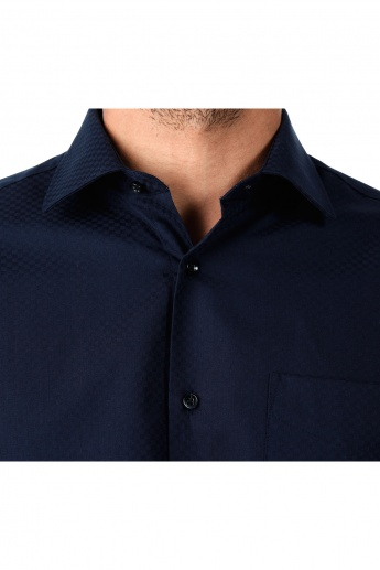 Formal Textured Cotton Shirt with Cut-Away Collar and Long Sleeves in Regular Fit