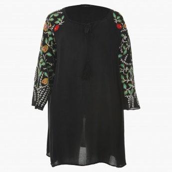Plus Size Embroidered Tunic with Raglan Sleeves and Round Neck
